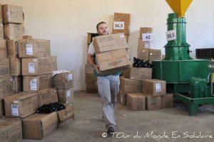 B- Distribution de chaussures Tom au Kirghizstan