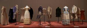 Salle des costumes au sein de l'expo Arenber au M-Museum Leuven