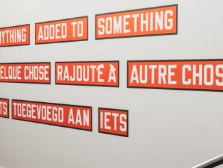Lawrence Weiner, Anything added to something, 2009 © Thibault De Schepper
