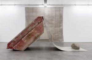 Gabriel Kuri, Sorted, Resorted, 2019, détail de la dernière salle d'exposition, WIELS, Bruxelles.