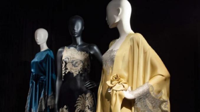 Vue de l'exposition Beautiful Lace & Carine Gilson, 2019. © Musée Mode et Dentelle, Bruxelles.