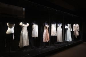 Vue de l'exposition Beautiful Lace & Carine Gilson. © www.detiffe.com