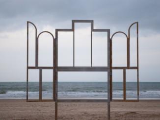 Kris Martin, Altar, 2014. Photo : Benny Proot