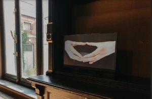 Provisory object 02, 2000, vidéo.© Candice Athenaïs