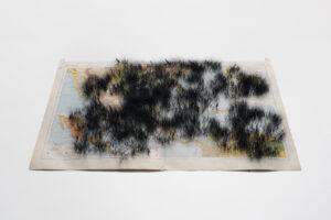 Tatiana Bohm - Underlying truth - Carte entoilée, aiguilletage. Papier, coton, mohair - 160 x 120 cm- 2020 - Photo : J. Poezevara